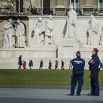 Hiába a múltkori közeledés, a kormány kitart a háborús készültségre hajazó tervei mellett