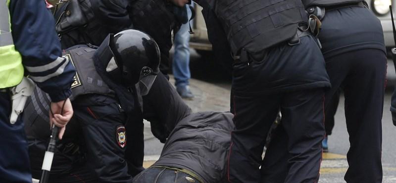 Moszkvában szétverték a tüntetőket