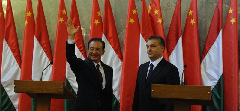 Sebők János: Orbán kijátssza a kínai kártyát, ám kísért a múlt