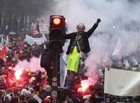 Macron erőpróbája: közlekedési sztrájk immár második napja Franciaországban