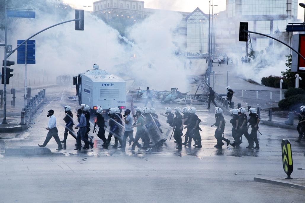 Törökországi tüntetések - június 3-4. Taksim tér