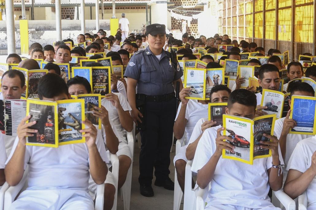 AFP.18.02. - AFP nőnap - Nicol Gomez 37 éves börtönőr a La Esperanza börtönben San Salvadorban