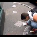 Újra divat a kincskeresés: ez a férfi napi 300 dollárnyi aranyat szed össze New York utcáin (videó)