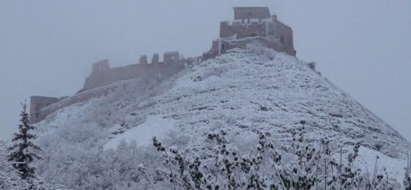 Országszerte esik a hó