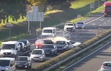Megszólalt az Audi sofőrje, aki az utolsó pillanatban rántotta el a kormányt az M1-esen fékezés nélkül érkező autós elől