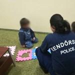 Elveszett kisfiút és kislányt találtak a rendőrök szilveszterkor a Vörösmarty téren