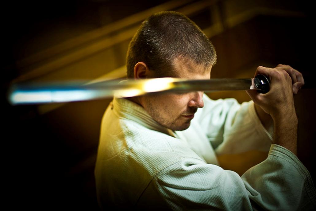 II. díj: Németh András Péter (Szabad Föld): Világtalan aikido mester. A világ talán egyetlen vak aikido mestere, Németh Vilmos tizenhat évesen vesztette el látását. Németh András Pétert a legjobb 30 év alatti fotóriporternek választotta a zsűri.