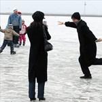 Hideg hétvégénk lesz: Várják a korizni vágyókat a Balatonon