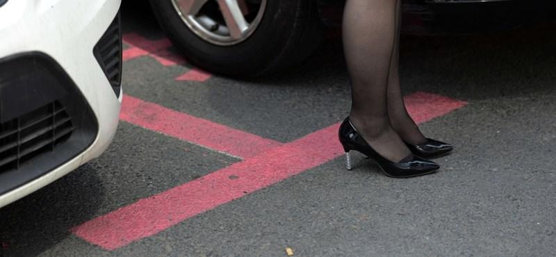 Szexista és praktikus a női parkolóhely