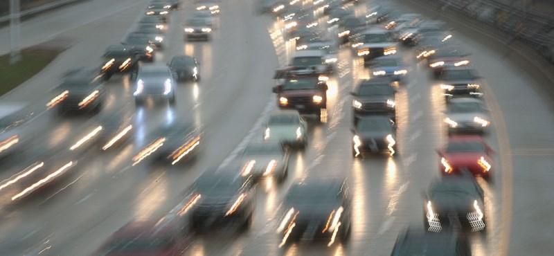Őrült összeget, 413 milliárd eurót fizetnek be évente Európa autósai adóként