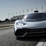 Videó: 3 év késés után versenypályán a Mercedes új közúti hiperautója