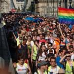 Jön a Pride, példát vehetne a kormány a nagykövetségekről