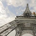 Elárverezik az Eiffel-torony csigalépcsőjének egy darabját