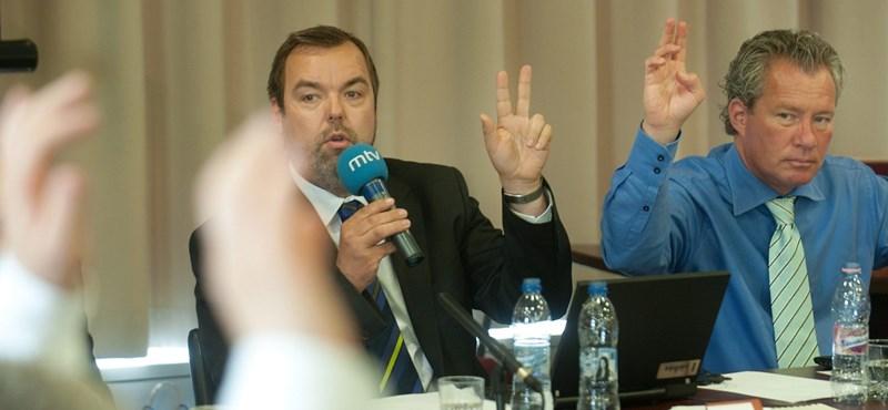 """Zsidózás a parlamentben: """"hullarablásról"""", """"holokausztiparról"""" beszélt Novák"""
