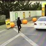 Ez a gáz, nem a fék! - lebontotta az autómosót a 94 éves sofőr