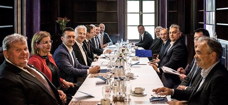 Ami jár, az jár: így emelte meg Orbán a miniszterek fizetését