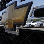Újra a régi nóta: katasztrófális szinten az új autó eladások