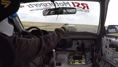 Videó: A Jedi erőt bevetve előzött ez az autóversenyző