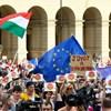 Közös nyelvvizsgázásra hívták a tüntető diákok Orbánt
