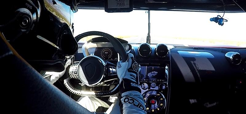 Videó: Szinte semmi különös belülről, ahogy a Koenigsegg 458 km/h-s tempóval száguld