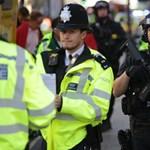 """A londoni rendőrök egy furcsa """"szőnyeget"""" terítettek az útra, ami megállítja a terroristák autóit"""