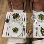 """""""Este 10-kor itt ülünk pucéran egy étteremben Párizs szívében"""" – videó"""