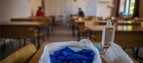 """""""Halasszák el az április 19-re tervezett kötelező jelenléti oktatás bevezetését!"""""""