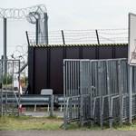 Negyvennyolc afgán migránst találtak egy tehervonaton