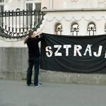Újra sztrájkolnak a pedagógusok, hétfő reggel szüntetik be a munkát