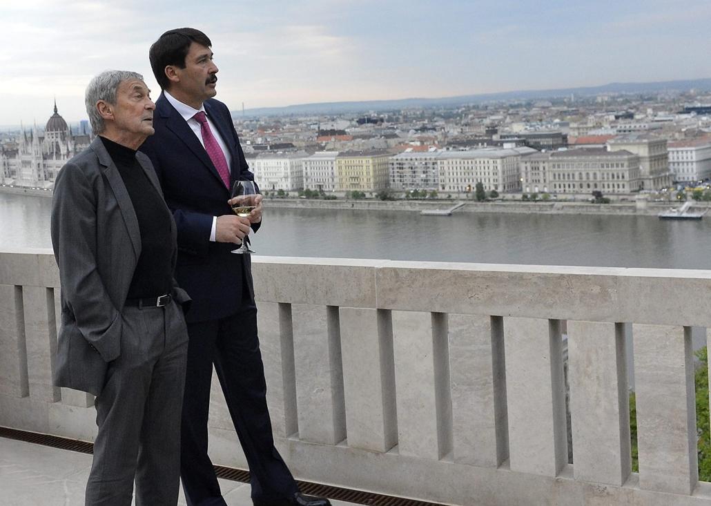 mti. hét képei - 2014.04.17. Tiszteletvacsorán fogadta Rubik Ernőt Áder János