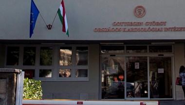 Maszk nélkül viharzott be a Kardiológiai Intézetbe, a biztonsági őrt is megütötte egy férfi