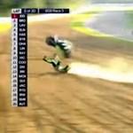 Irtózatosat bukott 276 km/h-s tempónál egy motorversenyző – videó