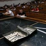 Megkegyelmezett a kormány az egyetemistáknak: 2,5-ös átlag alatt sem kell fizetni