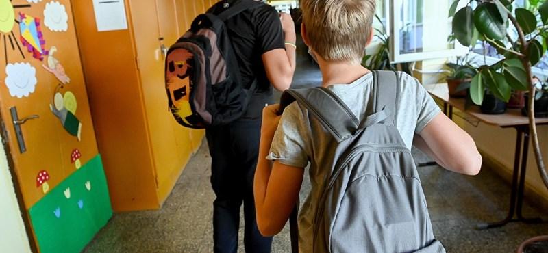 Kásler Miklós: Ha egy iskolában megjelenik a koronavírus, akkor újra átállhatnak digitális oktatásra