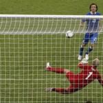 Pirlo két éve még elbaltázta, ki is nevették - videó