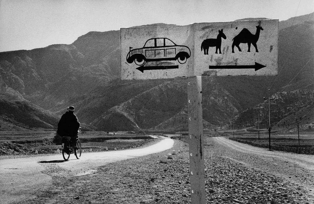 A Haibár-hágóhoz vezető út - Afganisztán,1955 - zselatinos ezüst - Mai Manó Ház, kiállítás, Marc Riboud