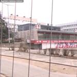 Mészáros Lőrinc parkolóháza borzolja a tatabányai boltosok idegeit
