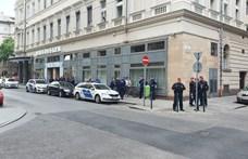 Gyülekeznek a rendőrök a Mi Hazánk tüntetésének helyszínén
