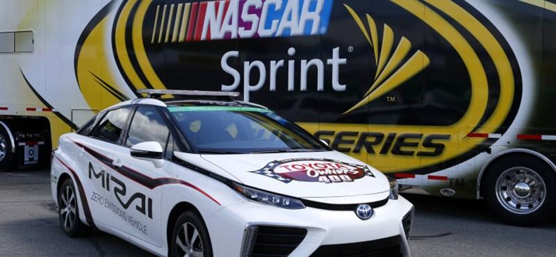 Hidrogénhajtású Toyota vezette a NASCAR mezőnyét