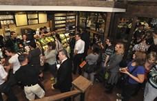 Rögtön két kávézót is nyit a Starbucks egy vidéki városban
