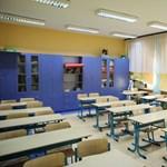 Még mindig tart a lengyelországi pedagógussztrájk, de az általános iskolai vizsgákat megtartották