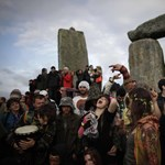 Ezrek ünnepelték Stonehenge ősi köveinél a téli napfordulót