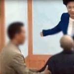 Sokkoló videón bántalmazza a követőit egy dél-koreai szekta vezetője