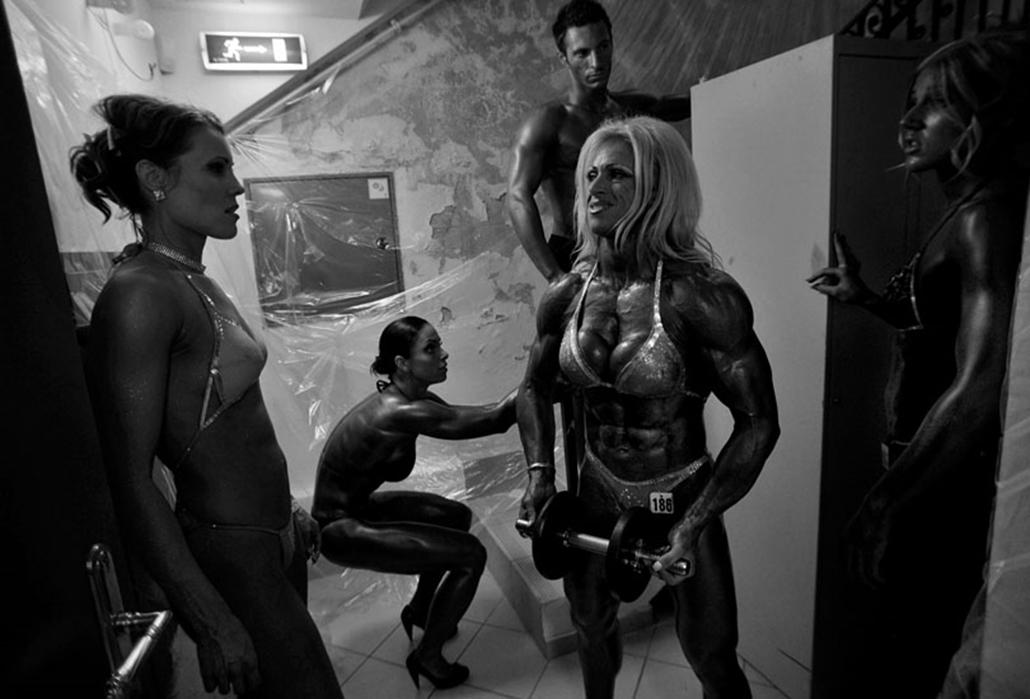 Sport (sorozat) II. díj Szandelszky Béla (Associated Press): Testszépítők. Női testépítők megmérettetése.