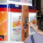 Itt a világ első lazacautomatája