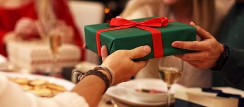 Lehet, hogy a felnőttek teljesen félreértik ezt az egész karácsonyi ajándékozást - videó