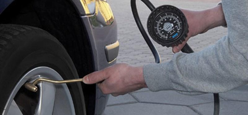 Három autónyi távot is számíthat vészhelyzetben nyáron téli gumival járni
