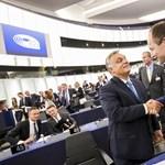 Így reagál a nemzetközi politika és a sajtó a Fidesz és a Néppárt szakítására