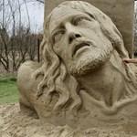 Készül a Petőfi-homokszobor, de készülne még hat
