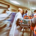 A háziorvosoktól vennének el pénzt a betegszállításra